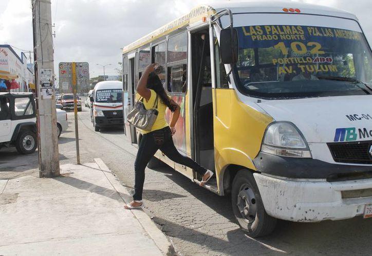 El 40% de la población urbana de ciudades con más de cien mil habitantes, está expuesta a la contaminación por automóviles. (Israel Leal/SIPSE)