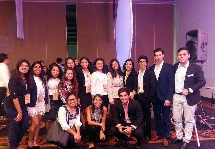 Miembros del Instituto Mexicano de Ejecutivos de Finanzas, capítulo universitario, retan a jóvenes emprendedores de la Universidad Anáhuac Mayab. (Milenio Novedades)