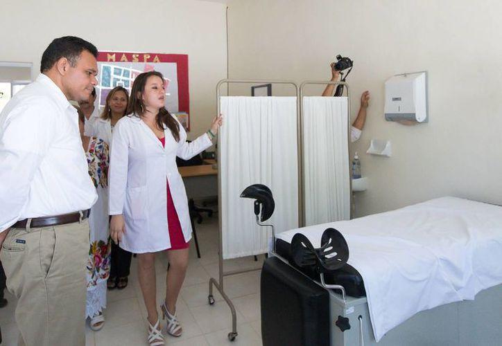 Zapata Bello constató el estado de las instalaciones del nuevo centro de Salud de Paraíso, comisaría de Maxcanú. (Cortesía)