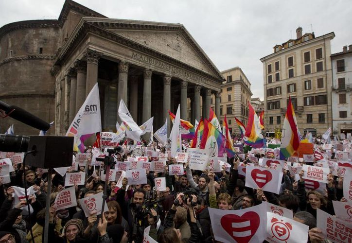 Este sábado miles de personas en Italia se manifestaron a favor de las uniones homosexuales. Este país se encuentra rezagado en este sentido a comparación de otras potencias de Europa. (AP)