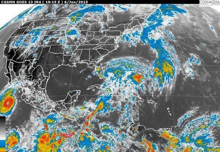 Imagen de satélite de la Comisión Nacional del Agua, que muestra la ubicación del huracán Blanca, el mediodía del 6 de junio de 2015. (smn.conagua.gob.mx)