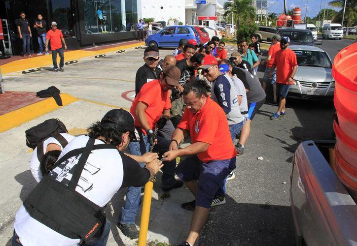 Varias personas se unieron al movimiento ciudadano para limpiar los espacios públicos. (Fotos: Tomás Álvarez)