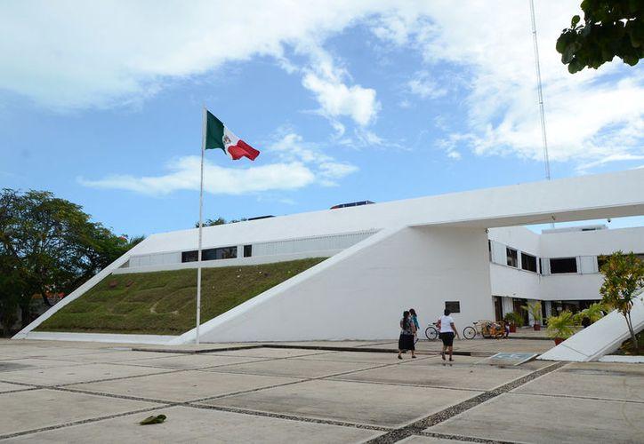 La administración anterior dejó un atraso de becas de 14 millones de pesos. (Foto: David de la Fuente)