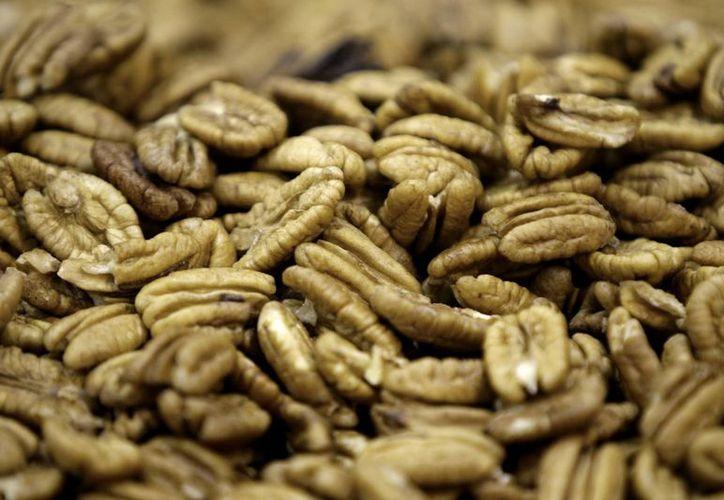 Recomiendan no consumir demasiados frutos secos debido a su alto contenido calórico. (Agencias)