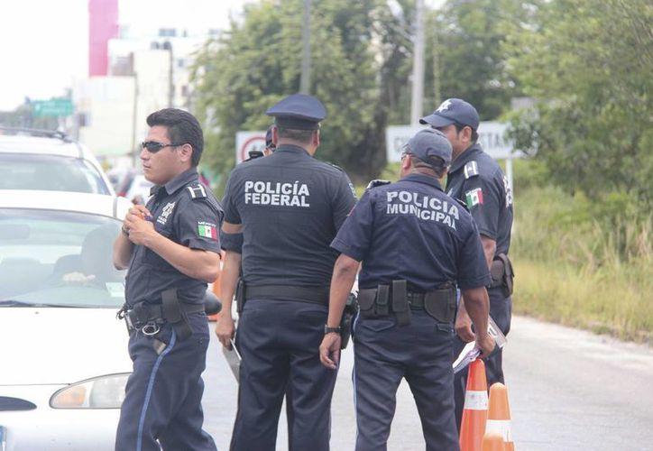 Elementos de seguridad de Cozumel reciben capacitación de la Policía Federal. (Gustavo Villegas/SIPSE)