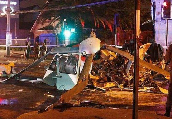 El piloto del helicóptero se encuentra ingresado con pronóstico grave mientras que otro policía resultó herido al ser alcanzado por las chispas. (lacronica.com)