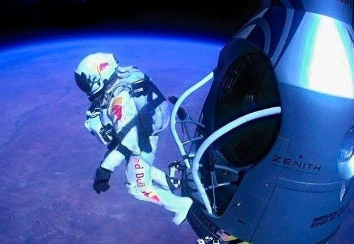 Baumgartner se convirtió en el primer hombre en romper la barrera del sonido en caída libre. (Foto: Agencias)