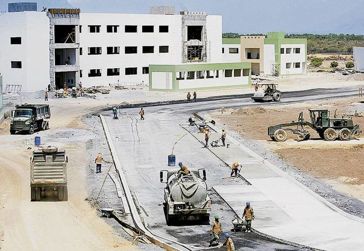 Imagen de la construcción de uno de los 60 edificios que conforman el cuartel de la Brigada de la Policía Militar y Operaciones Especiales. (Milenio)