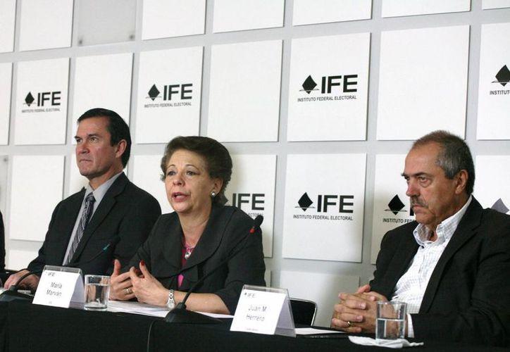 El secretario ejecutivo del IFE, Edmundo Jacobo Molina, la consejera María Marvan Laborde y el especialista Juan Manuel Herrero, durante la presentación del Primer Escenario de Redistritación. (Notimex)