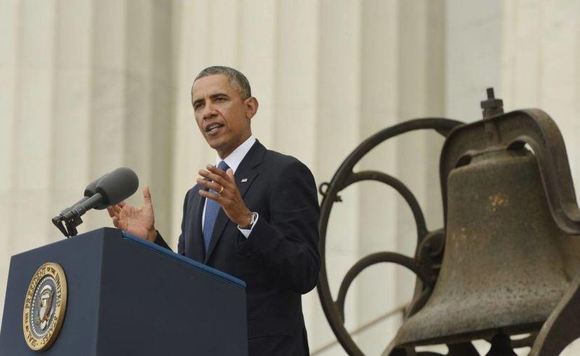 Obama tuvo un gesto de cortesía con su fotógrafo oficial. (EFE)