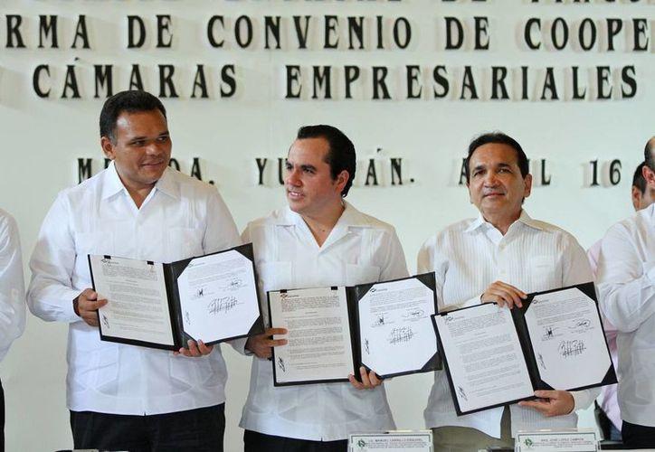 La firma del convenio beneficiaría a casi 5 mil alumnos. (Cortesía)