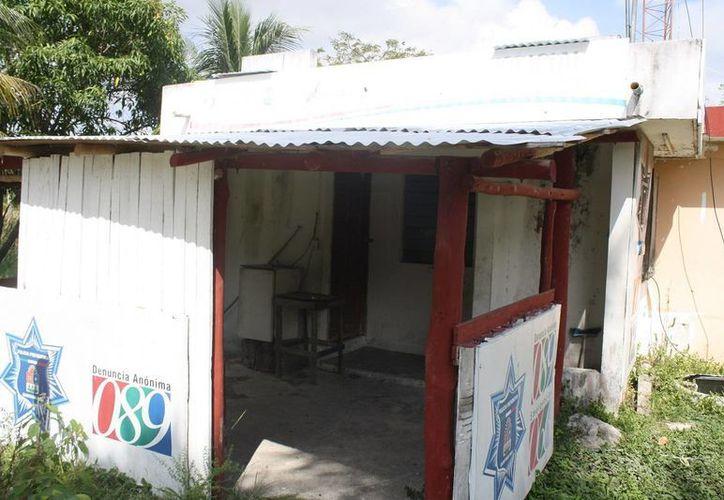 Durante un año, la caseta de vigilancia estuvo en el abandono. (Edgardo Rodríguez/SIPSE)