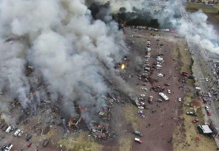 Ayer iniciaron los trabajos de rehabilitación de las cuatro hectáreas del terreno donde se asentaba el mercado de pirotecnia. (Pro Tultepec vía APTN)
