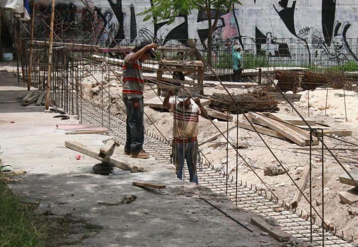 Los responsables de los proyectos abandonan los residuos de la construcción. (Paola Chiomante/SIPSE)