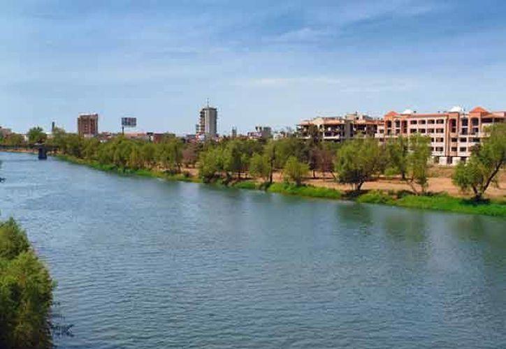 Hasta que bajó el nivel del agua del canal Humaya, fue cuando localizaron el vehículo con los cuerpos de los empresarios ejecutados. (culiacanturismo.com)