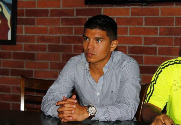 El boxeador cancunense Joselito Velázquez Altamirano quiere debutar en el sector profesional en noviembre. (Ángel Mazariego/SIPSE)