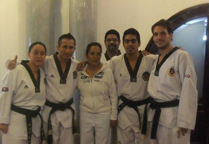 Entrenadores de la organización Pil Sung que participaron en el taller. (Raúl Caballero/SIPSE)