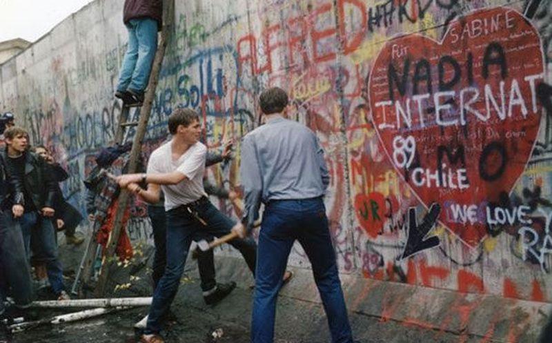 Resultado de imagen para Fotos y fecha de la caída del Muro de Berlín