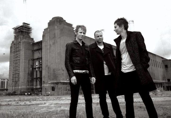 Muse, cuyos cuatro conciertos en 2013 en México fueron un éxito, regresan ahora, poco después de haber sacado su nuevo disco 'Drones'. (identiti.li)