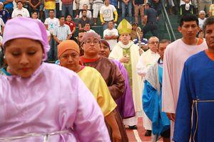 Arzobispo de Yucatán oficia misa de Jueves Santo con reos del Cereso