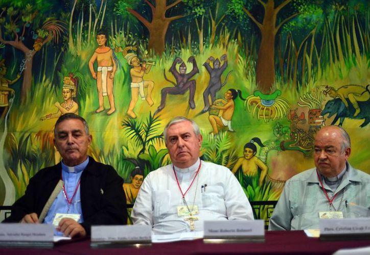 El encuentro inició el pasado domingo con una celebración eucarística en la Santa Iglesia Catedral, concelebrada por el por el Arzobispo de Yucatán, Emilio Carlos Berlie Belaunzarán. (Luis Pérez/SIPSE)