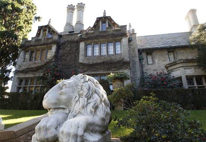 La mansión era conocida por sus excéntricas fiestas, así como ser la casa de las famosas conejitas de Playboy.(EFE)