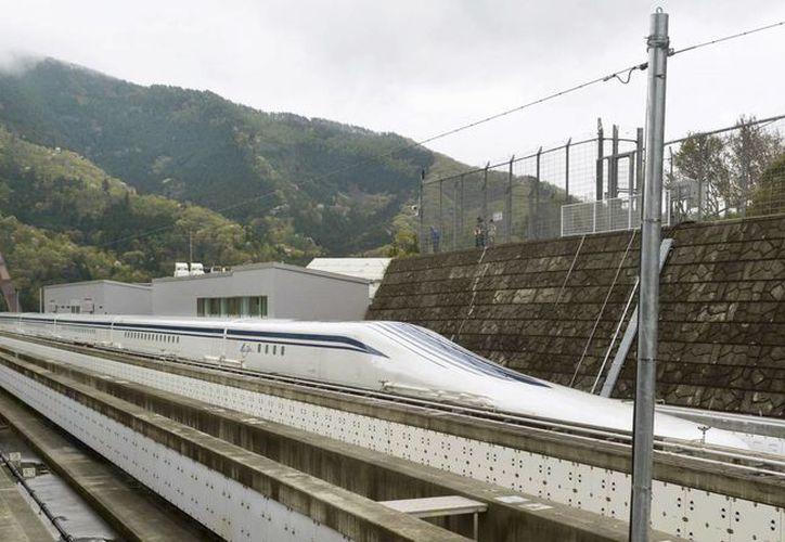 El tren de alta velocidad unirá las ciudades de Tokio y Nagoya, separadas por casi 300 kilómetros, en tan solo 40 minutos. (AP)