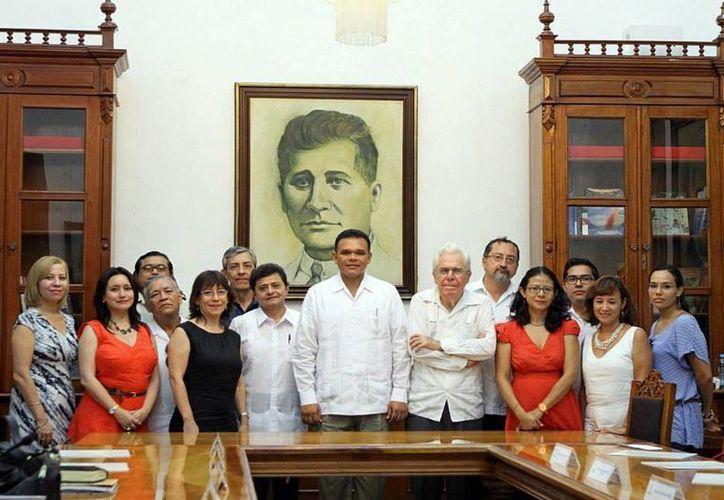 El gobernador, Rolando Zapata Bello, presentó a los integrantes de la Comisión Editorial de la Sedeculta. (Cortesía)