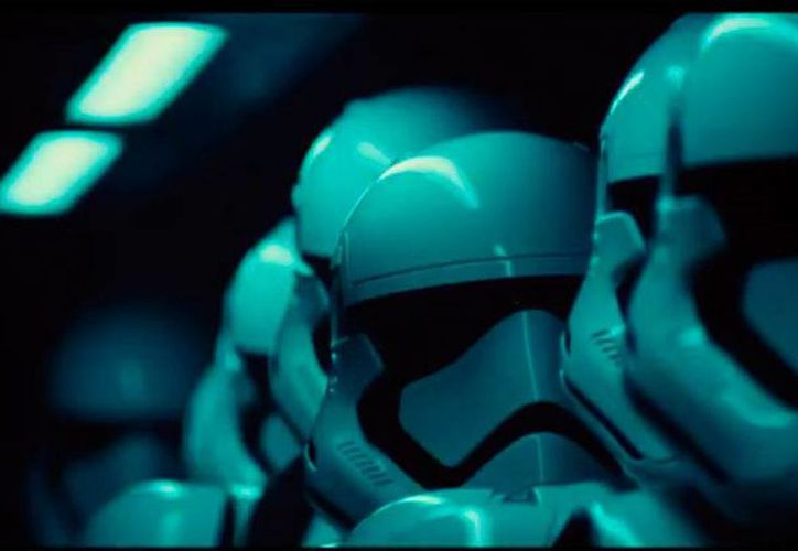 Imagen tomada del primera tráiler de la película The Force Awakens, de la serie Star Wars, subido a YouTube este viernes.