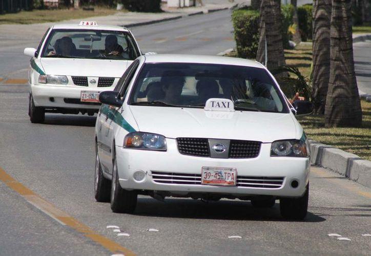 La actitud negativa de los taxistas se ha hecho viral en las redes sociales. (Foto: Israel Leal)
