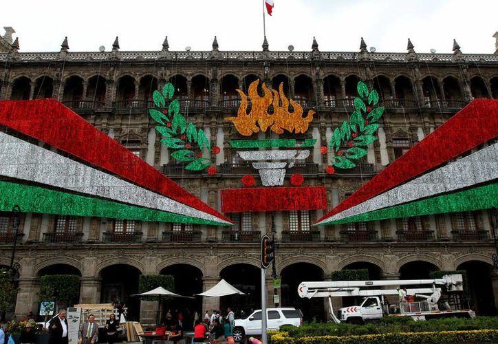 Presidencia indicó que quienes quieran  continuar la celebración en el Zócalo lo podrá hacer. (Notimex)