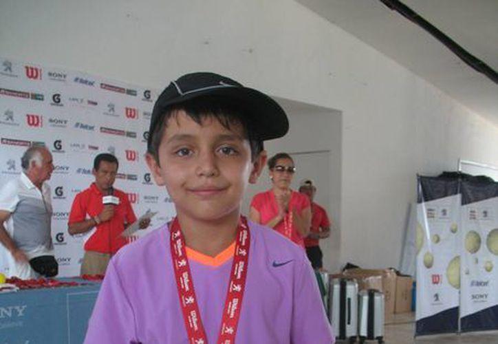 Armando Kanan se lleva el primer lugar en la categoría 10 años. (Raúl Caballero/SIPSE)