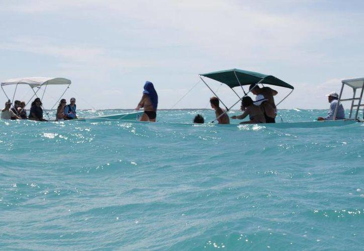 Ante las bajas ventas, algunos pescadores han dejado su oficio para ofrecer servicios turísticos.  (Rossy López/SIPSE)