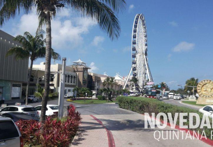 La Gran Rueda fue inaugurada ayer en Plaza La Isla. (Foto: Pedro Olive)