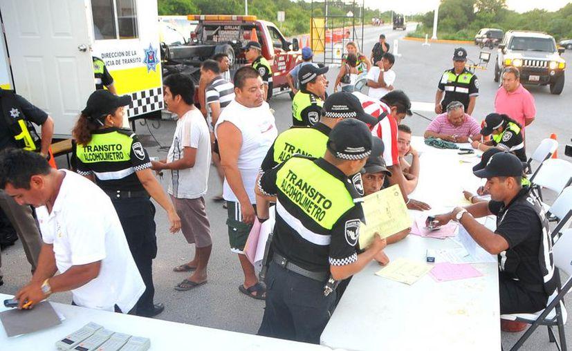 El pasado 8 y 9 de diciembre, el programa de alcoholímetro se instaló en el cruce de las avenidas Portillo con Uxmal y Tulum con Sayil. (Tomás Álvarez/SIPSE)