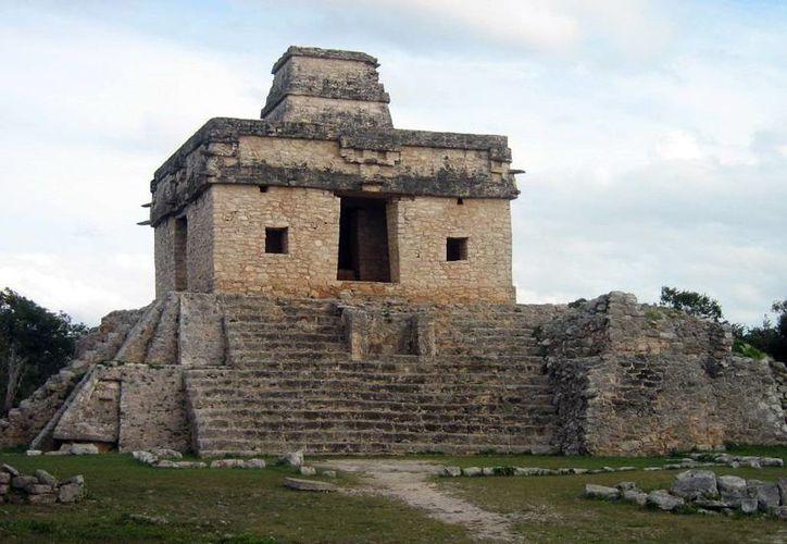El fenómeno de El Templo de las Siete Muñecas atrae miles de turistas. La zona arqueológica abrirá desde las 4:00 horas. (Milenio Novedades)