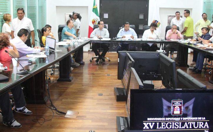 El presidente de la Comisión de Hacienda, Presupuesto y Cuenta en el Congreso informó sobre la ampliación de información de VIP Saesa. (Carlos Horta/SIPSE)