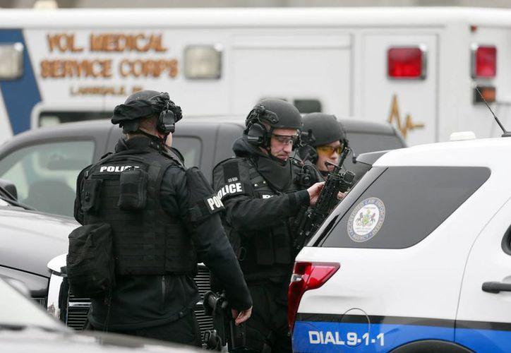La búsqueda del sospechoso causó un importante despliegue de la policía. (AP)