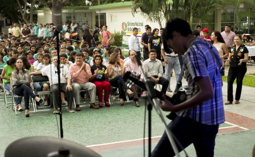 Alumnos del Cobay mostraron su talento con la música. (Milenio Novedades)