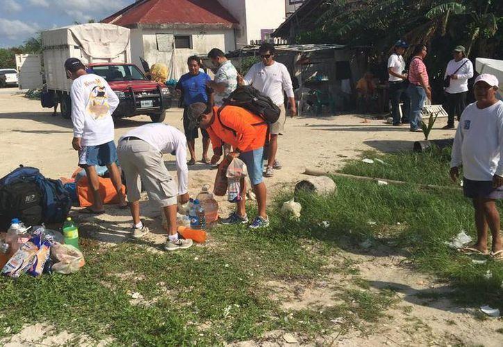 Pescadores del sur del estado apoyan en la búsqueda de los isleños. (Claudia Martín/SIPSE)
