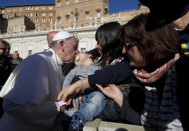 El Papa recibió a decenas de miles de fieles en la Plaza de San Pedro. (Agencias)
