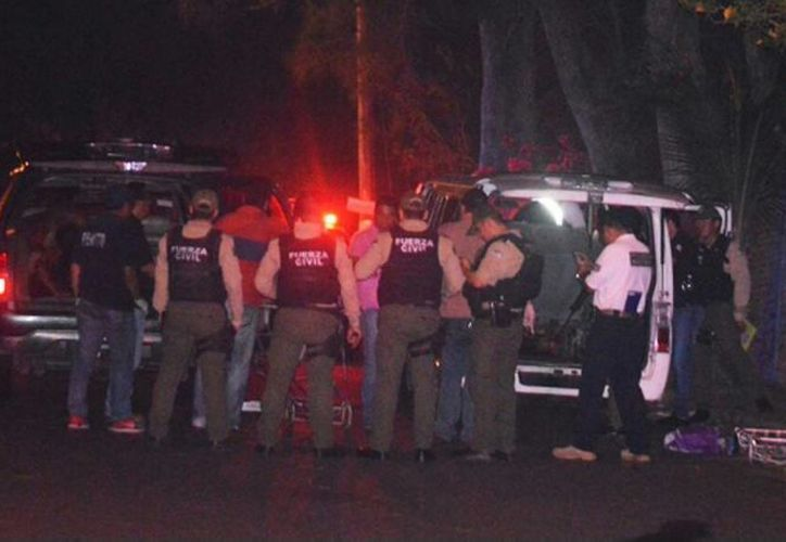 Imagen del lugar donde encontraron la camioneta con los 11 cuerpos que presentaron golpes e impactos de bala. (@NoticiasGRUPOFM)