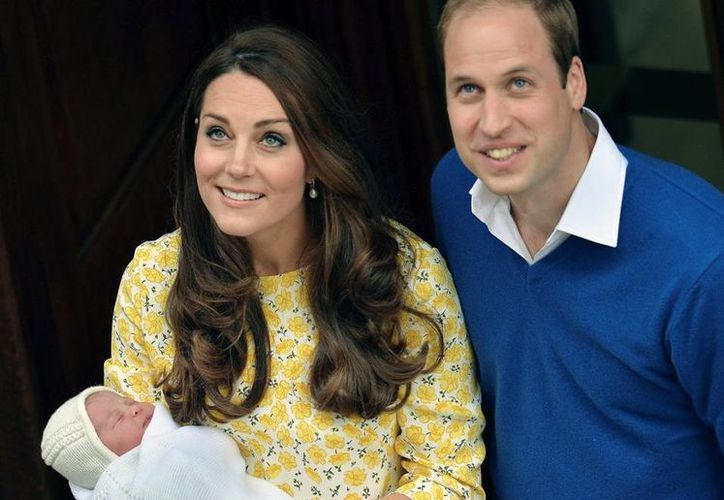 Los duques de Cambridge presentaron a la prensa a su hija, cuyo nombre no fue revelado. (AP)