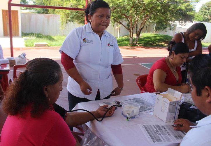 Las autoridades destacaron la importancia de este tipo de actividades que tienen por objetivo prevenir enfermedades. (Benjamín Pat/SIPSE)