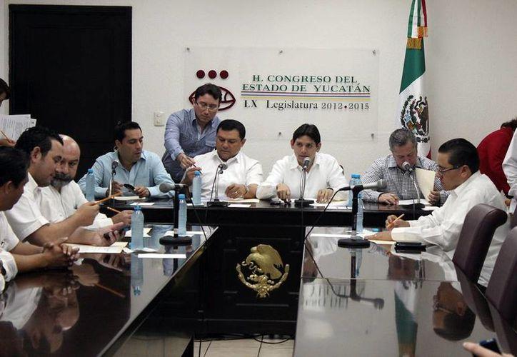 Durante la Sesión de la Comisión de Puntos Constitucionales se solicitó la donación de un terreno para el Issste. (Milenio Novedades)