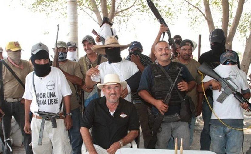 """Los pobladores de La Ruana afirman que dejarán las armas sólo si se retiran los """"Templarios"""". (Milenio)"""
