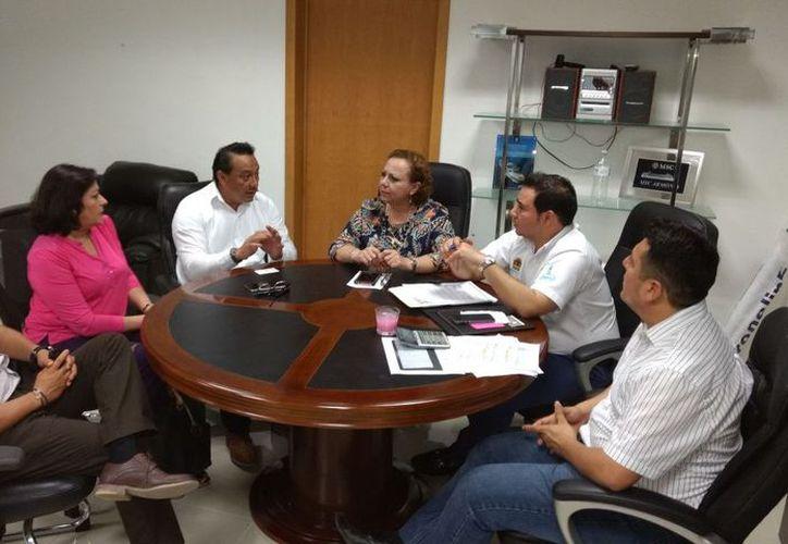 """El Icatqr Unidad Cozumel a cargo Violeta Zetina González, inauguró el curso denominado """"Maquillaje para Ocasiones Especiales"""" con una duración de 40 horas. (Redacción/SIPSE)."""