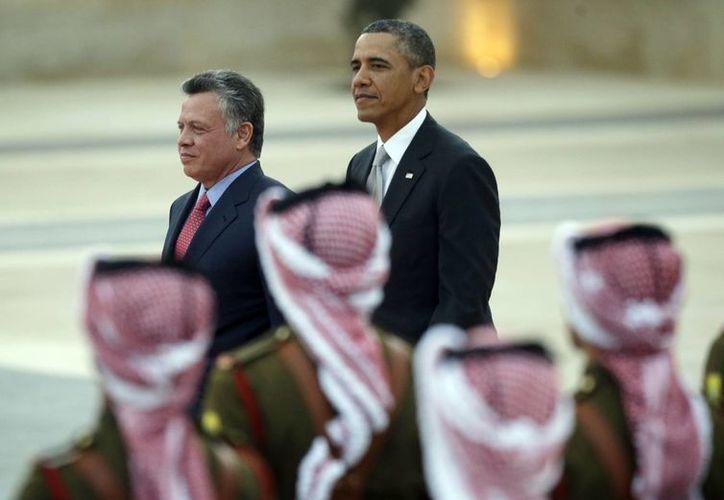 El mandatario estadunidense fue recibido por el rey jordano Abdalá II. (Agencias)