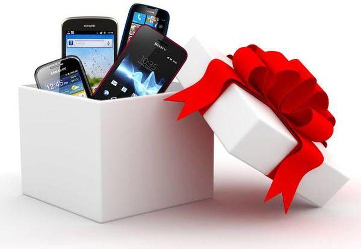 Algunas personas aprovechan el aguinaldo para regalar celulares en esta temporada. (Contexto/Internet)