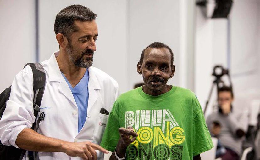 El paciente fue atendido por el cirujano español Pedro Cavadas. (vanguardia.com)
